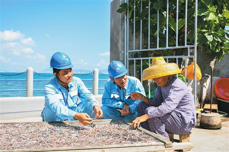 新铺设的10千伏西岛海底电缆近日投