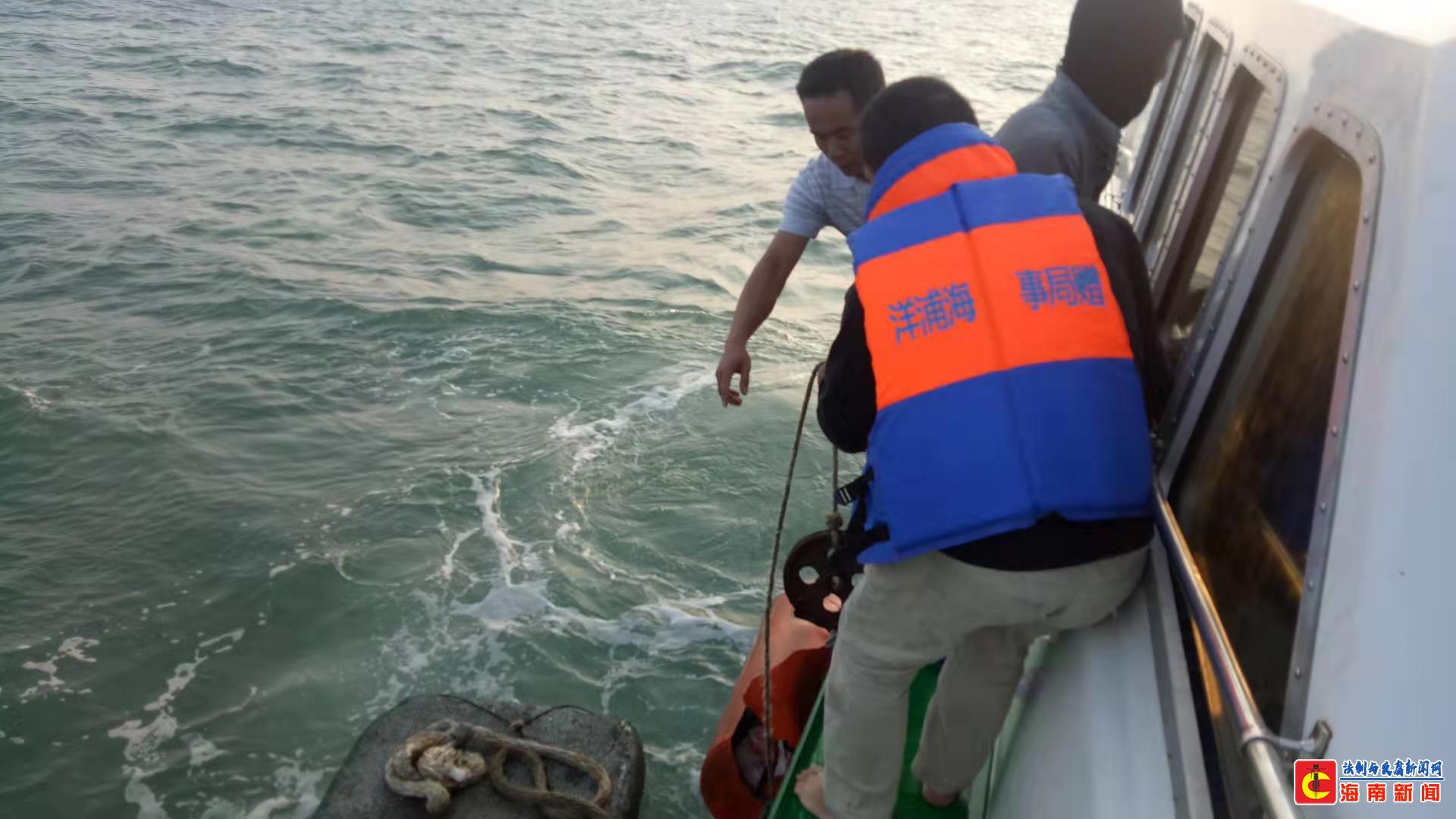 洋浦海事局20分钟成功救起1名落海